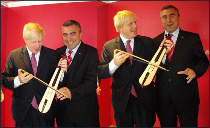 Yeni İngiltere Başbakanı Boris Johnson'un ilginç kemençe totemi! Recep Tayyip Erdoğan gibi...