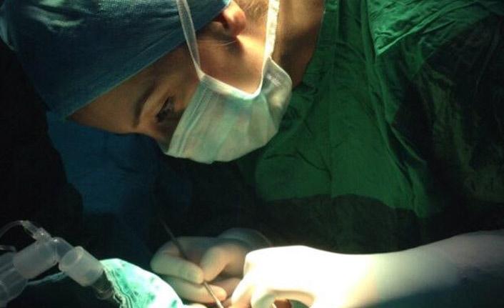 İlk kez prematüre bebeğe ROP operasyonu yapıldı