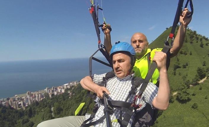 Başkan Metin, yamaç paraşütü yaptı