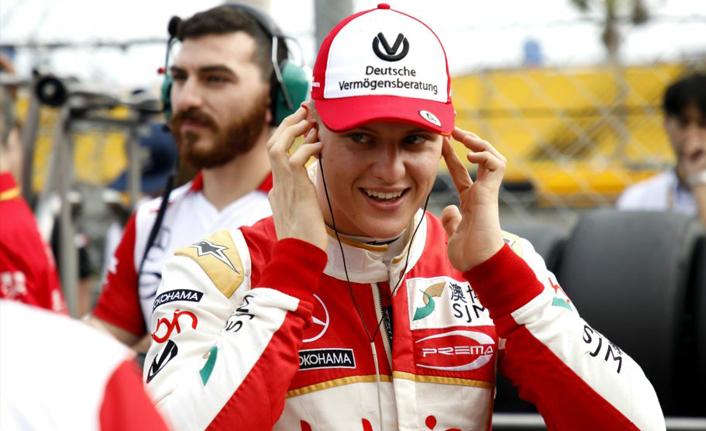 Michael Schumacher F2 kariyerinin ilk birinciliğini aldı