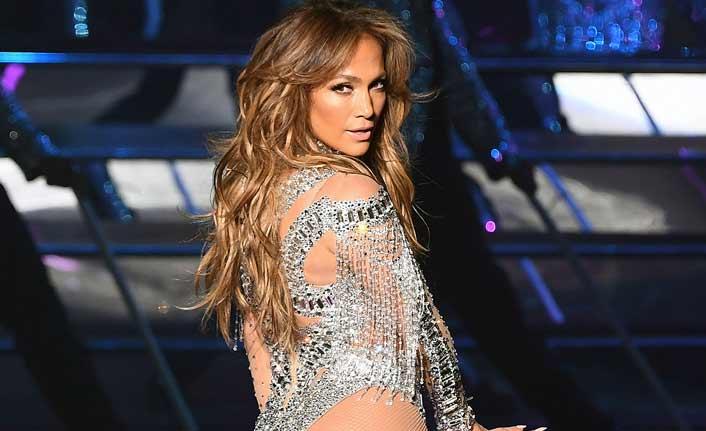 Lopez, giydiği kıyafetle herkesi şaşkına uğrattı!