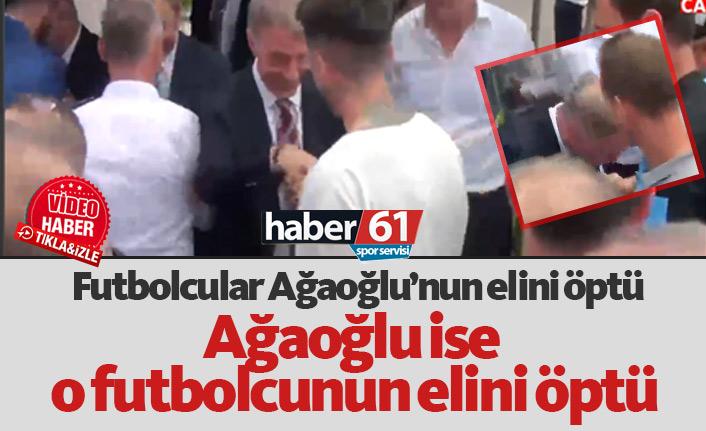 Futbolcular Ağaoğlu'nun elini öptü