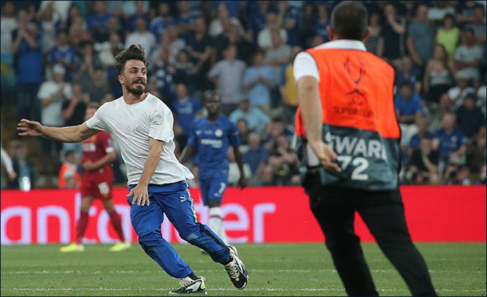 Liverpool - Chelsea maçında sahaya atlayan genç ve 4 arkadaşı hakkında yeni gelişme!