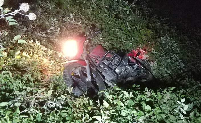 Motosikletle gece yarısı şarampole yuvarlanıp...