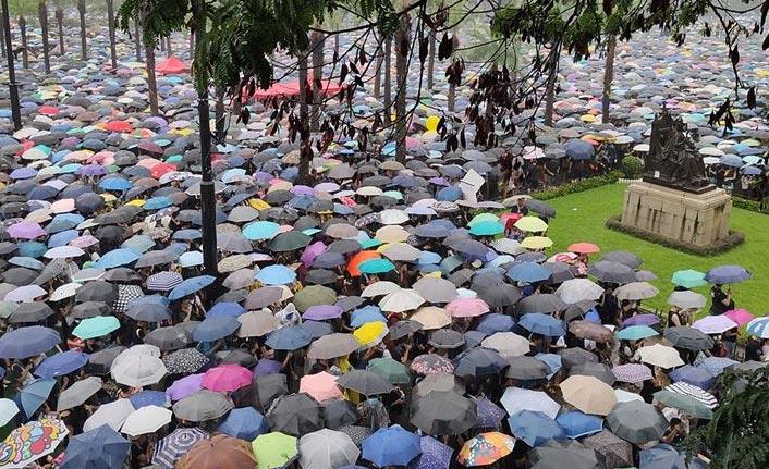 Twitter ve Facebook'tan Hong Kong operasyonu