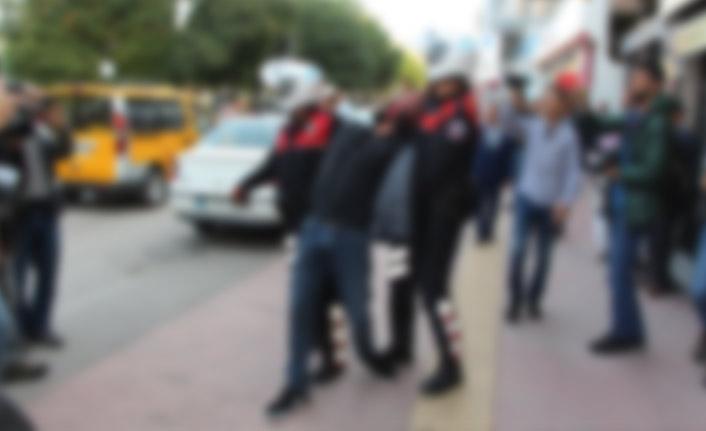 Sokak ortasında Polisi tehdit etti! Gözaltına alındı!