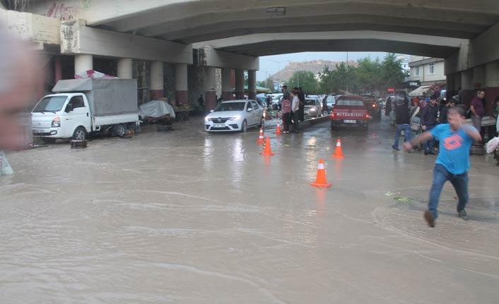 Bayburt'ta sağanak yağış sele neden oldu