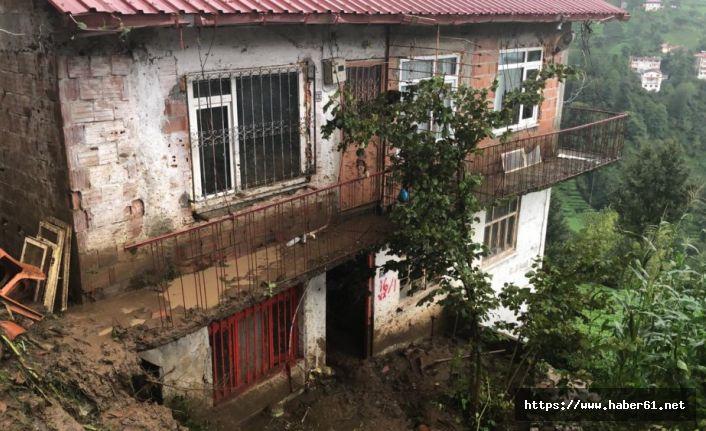 Trabzon'da heyelan! Evde mahsur kaldılar!
