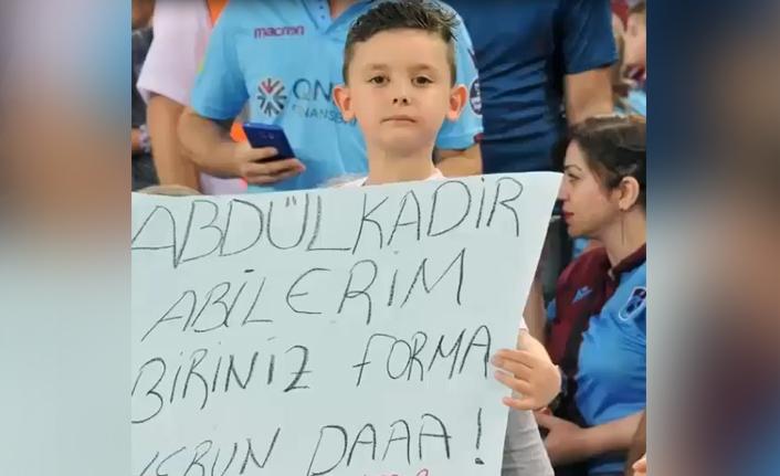 Küçük taraftar Trabzonspor maçında açtığı pankartla gündem oldu