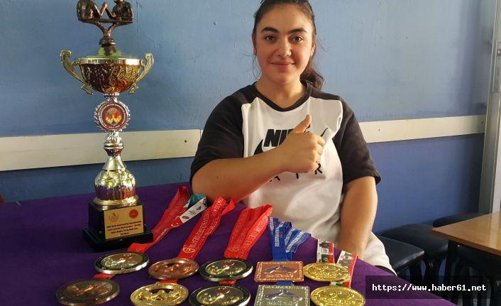 Gümüşhaneli kadın bilek güreşçisinin hedefi dünya şampiyonluğu
