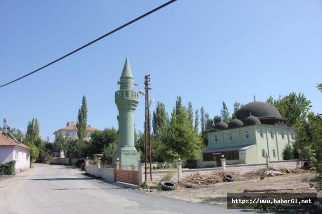 Cami ve minare ayrı yerlerde