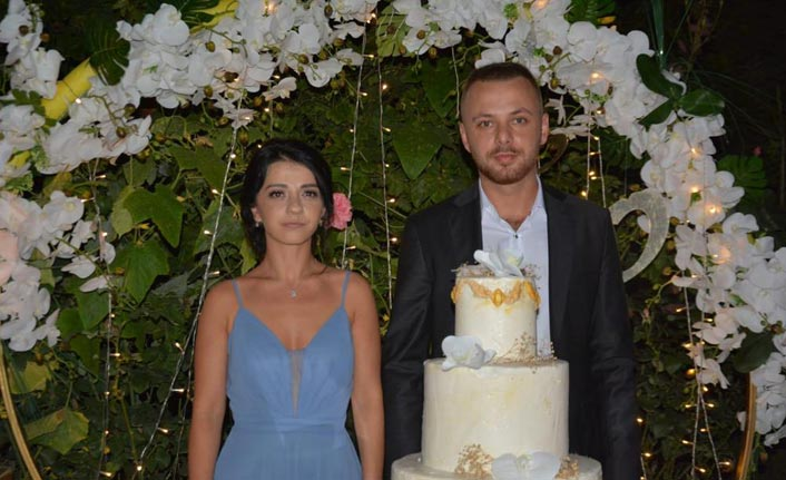 Çağla ve Oğuzhan nişanlandı