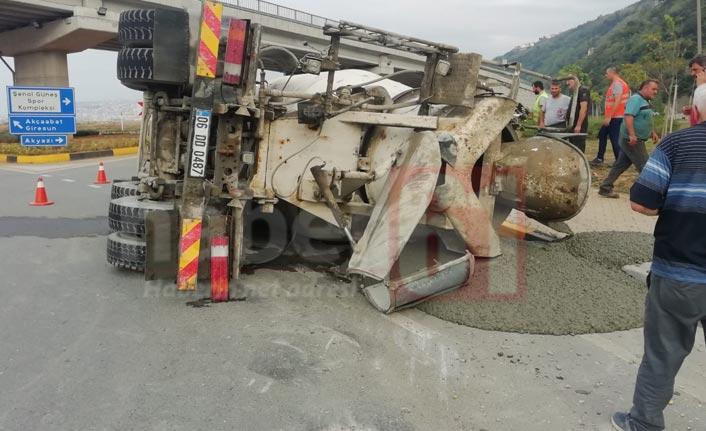 Trabzon'da beton mikseri devrildi