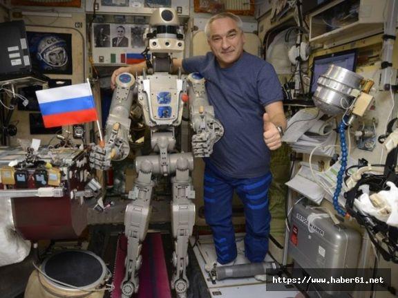 Rusların Uzaya Gönderdiği İlk İnsansı Robot Dünya'ya Döndü