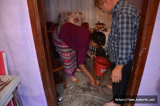 Kanalizasyon suyu evi bastı, evdekiler perişan oldu