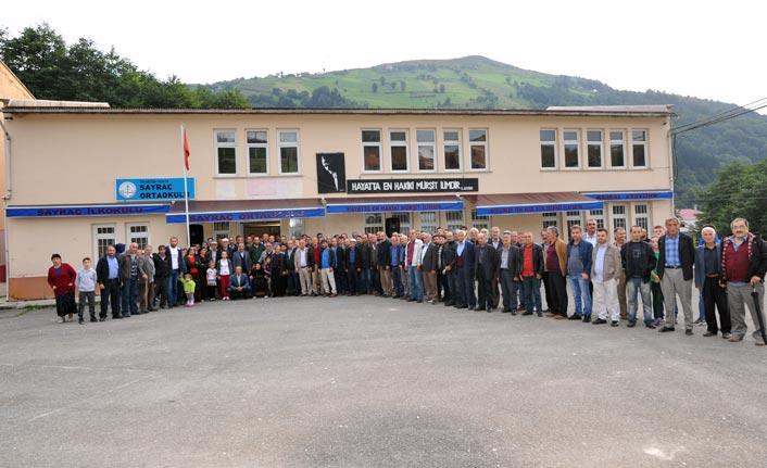 Trabzon'da riskli ortaokul yanındaki ilkokulun taşınmasına tepki