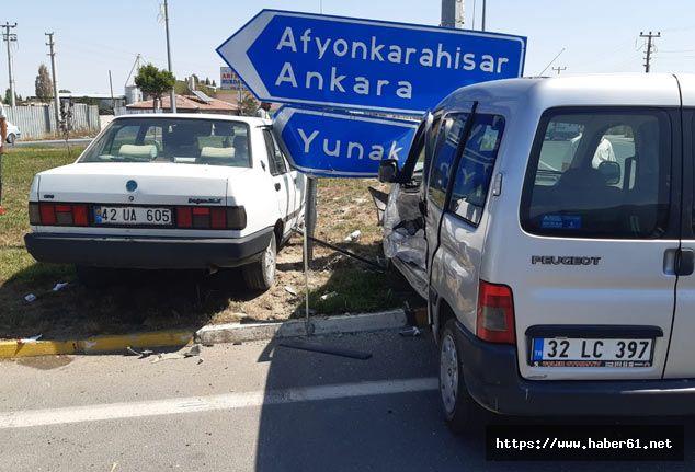 otomobille hafif ticari araç çarpıştı: 7 yaralı
