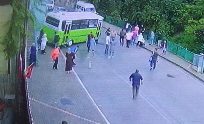Halk otobüsü otomobile çarptı!