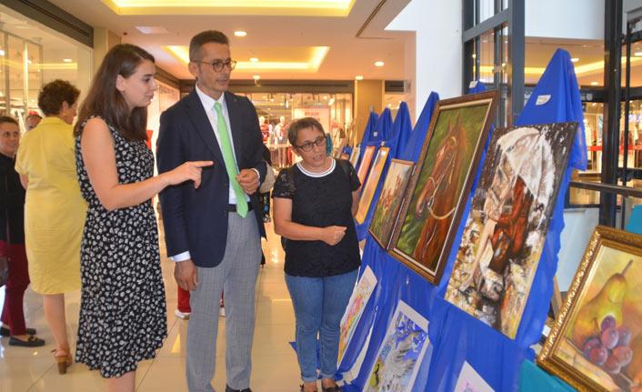 Öğretmen ve öğrencilerden karma resim sergisi
