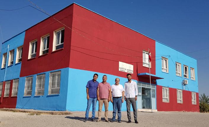 Trabzonspor sevgisi ile okulu bordo maviye boyadılar