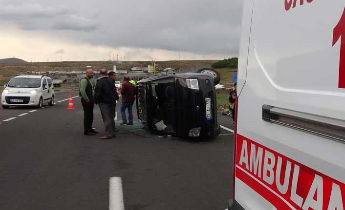 Ardahan'da aynı noktada meydana gelen trafik kazalarında 2 kişi yaralandı