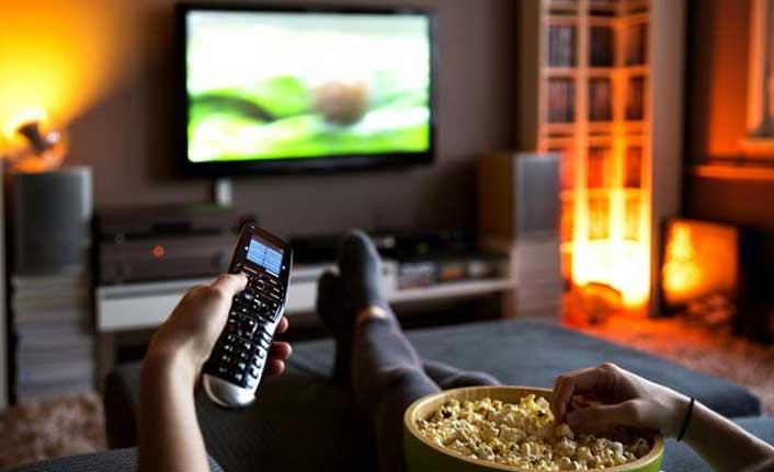 """Uzmanlar uyarıyor: """"Günde 4 saatten fazla TV izlemek..."""""""
