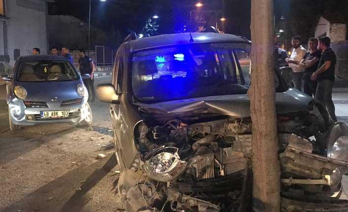 3 araç birbirine girdi: 2 yaralı