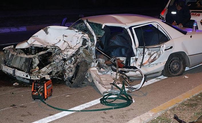 Otomobil başı boş ata çarptı: 1 ölü