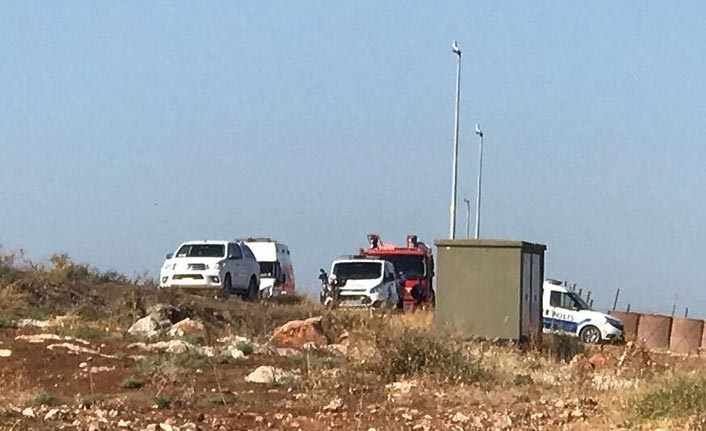 Düzensiz göçmenleri taşıyan kamyonet devrildi