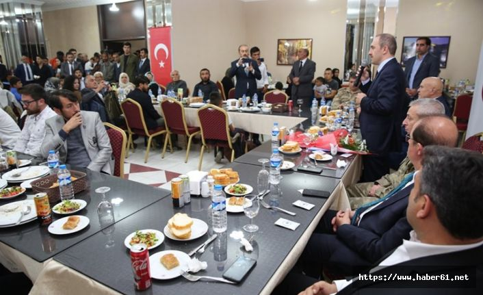 Göçmenler yemekte bir araya geldi