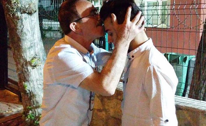 Yaptığını öğrenince alnında öptü!