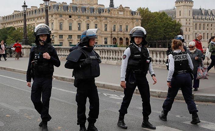 Paris'te polislere saldırı: 4 kişi hayatını kaybetti