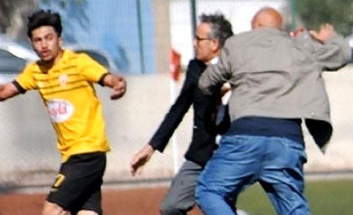 Başkan kırmızı kart gören oyuncusunu dövdü