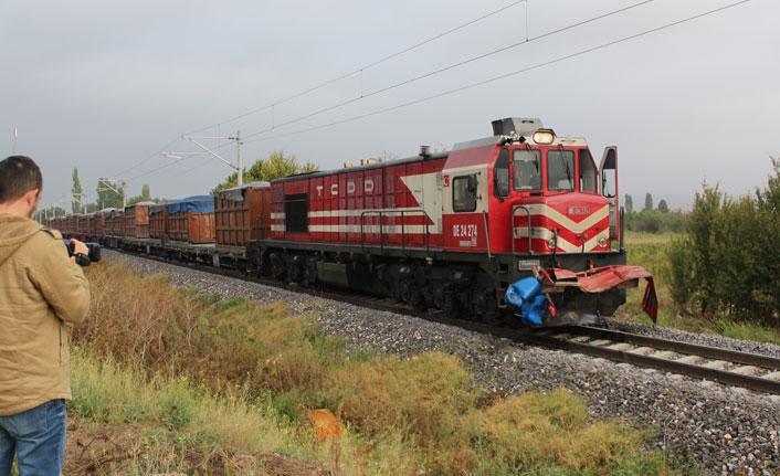 Kütahya'da yük treni kamyonete çarptı