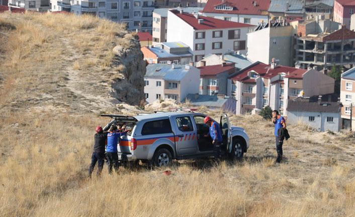 Kayalıklarda mahsur kaldılar, 5 saat kurtarılmayı beklediler