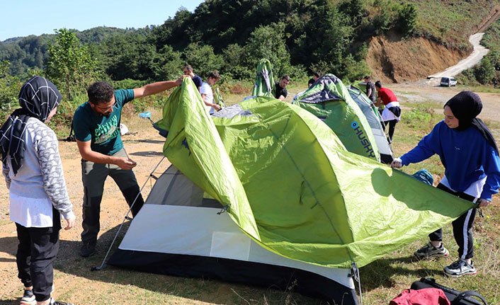Teknolojiden uzağa gidip kamp kurdular