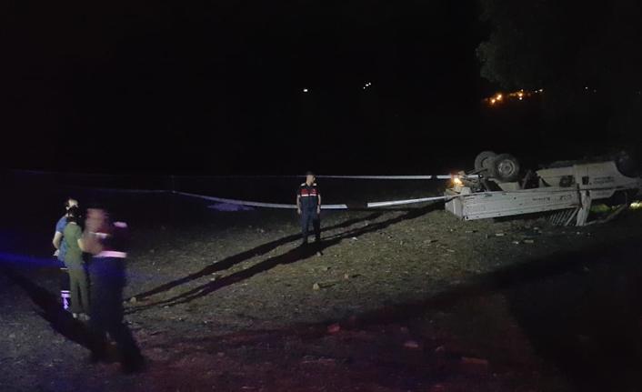 Otomobilin çarptığı kamyonet tarlaya devrildi: 1 ölü, 2 yaralı