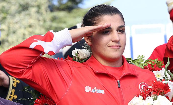 Dünya Şampiyonu Busenaz Trabzon'da