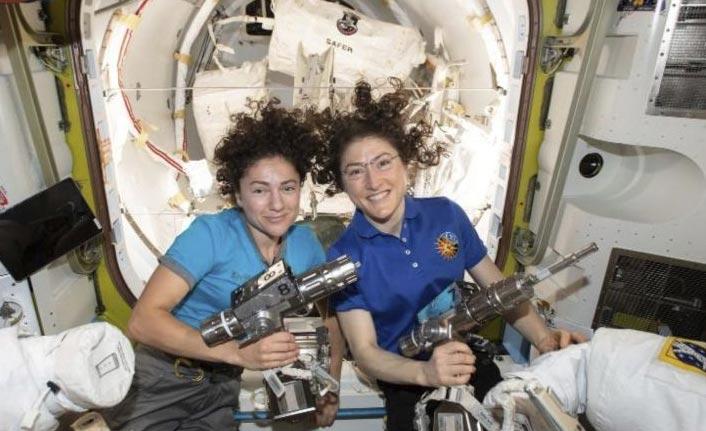 NASA'nın ilk kadın ekibi uzay yürüyüşünü tamamladı
