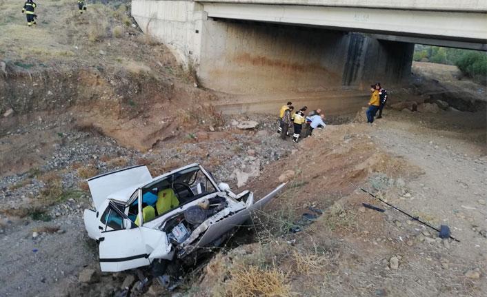 Yozgat'ta otomobil köprüden düştü