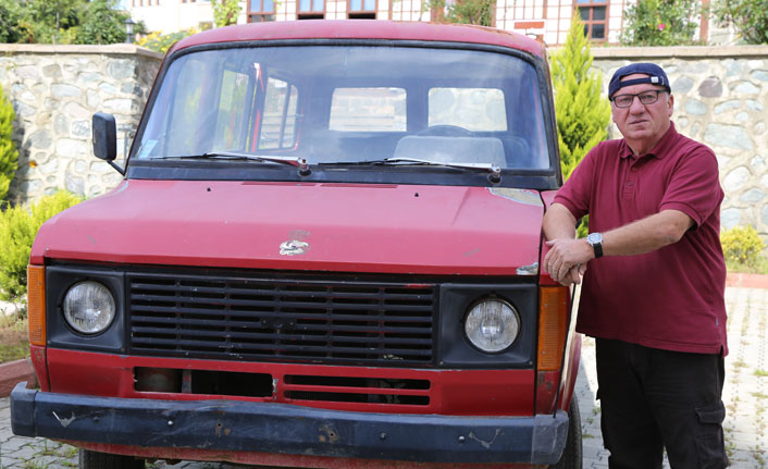 Hopa'da 'Çiçek Abbas' filminin unutulmaz minibüsünü canlandıracak