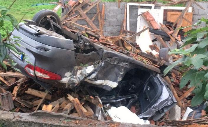 Otomobil kulübeye çarptı: 1 ölü, 1 yaralı