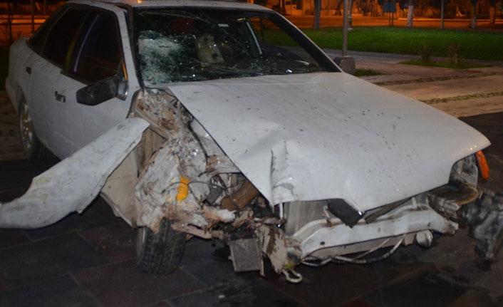 Kaza yaptı arabayı bırakıp kaçtı