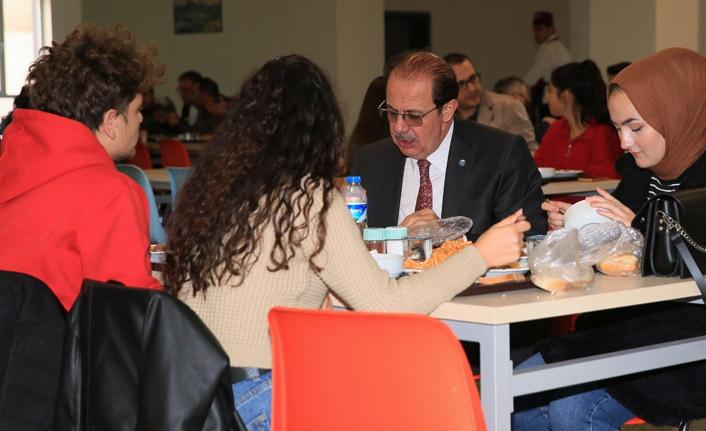 Bayburt'ta rektörden öğrencilere moral ziyareti