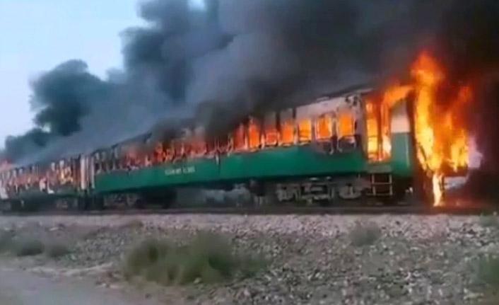 Tren yandı, 62 kişi öldü