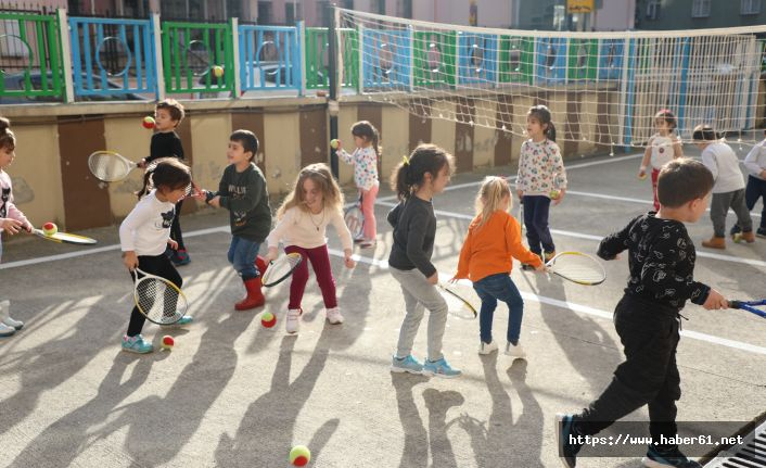Minik öğrenciler tenisle tanıştı