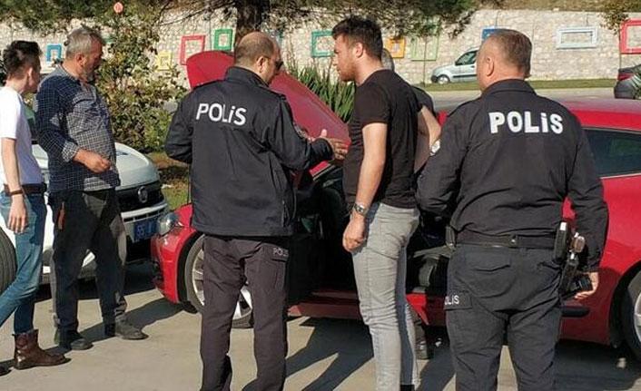 Gençlerin imdadına polis yetişti!