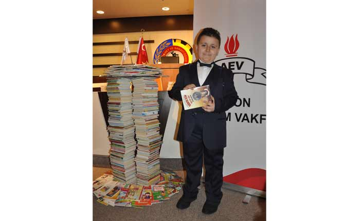 "8 yaşındaki Mahir Atabey, ""Kitap okuma rekortmeni"" oldu!"