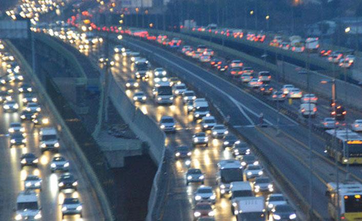 Okullar açıldı, trafik yoğunluğu başladı!