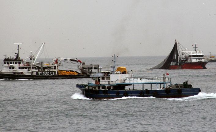Giresun açıklarına akın eden balıkçı tekneleri görsel şölen oluşturdu